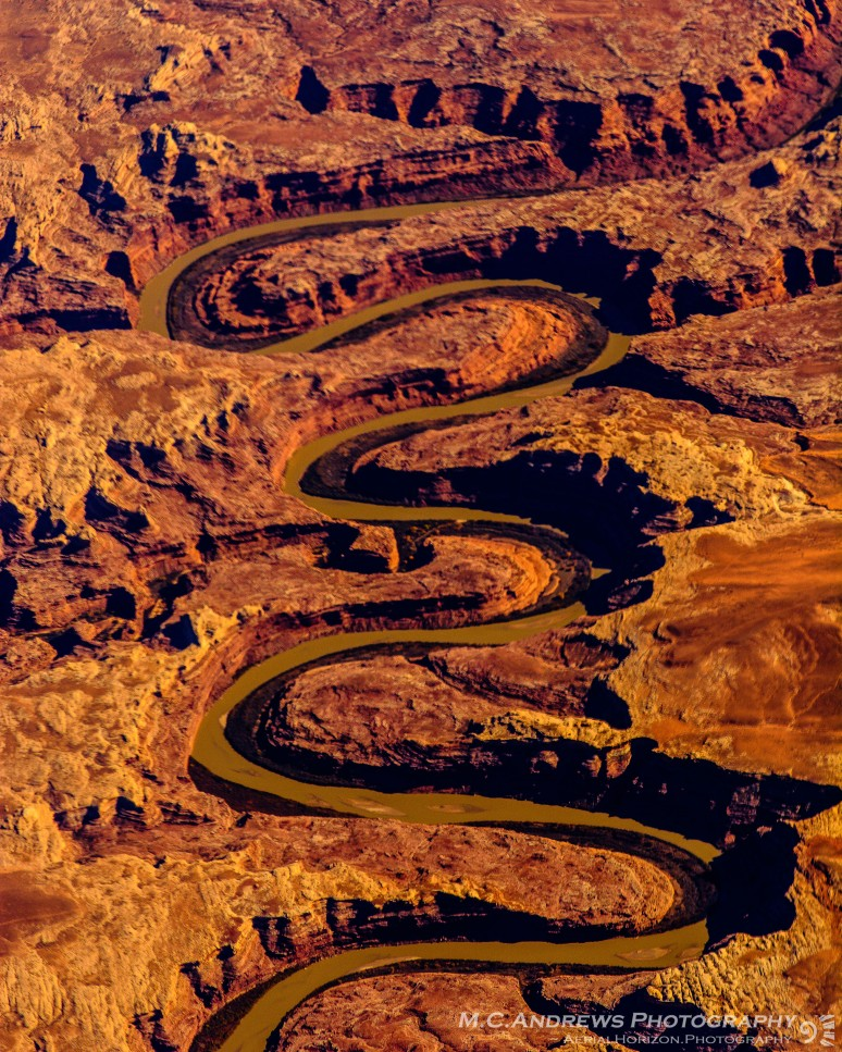 abstract-landscape-meander-through-canyonlands-1587
